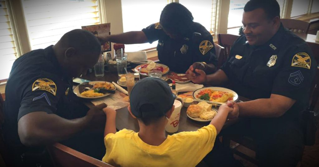 godupdates 6-year-old boy praying for police at bob evans fb