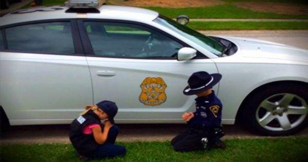2 Kids Pray For Their Policeman Daddy