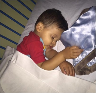 godupdates viral photo of devoted dad asleep under sick son's crib 1