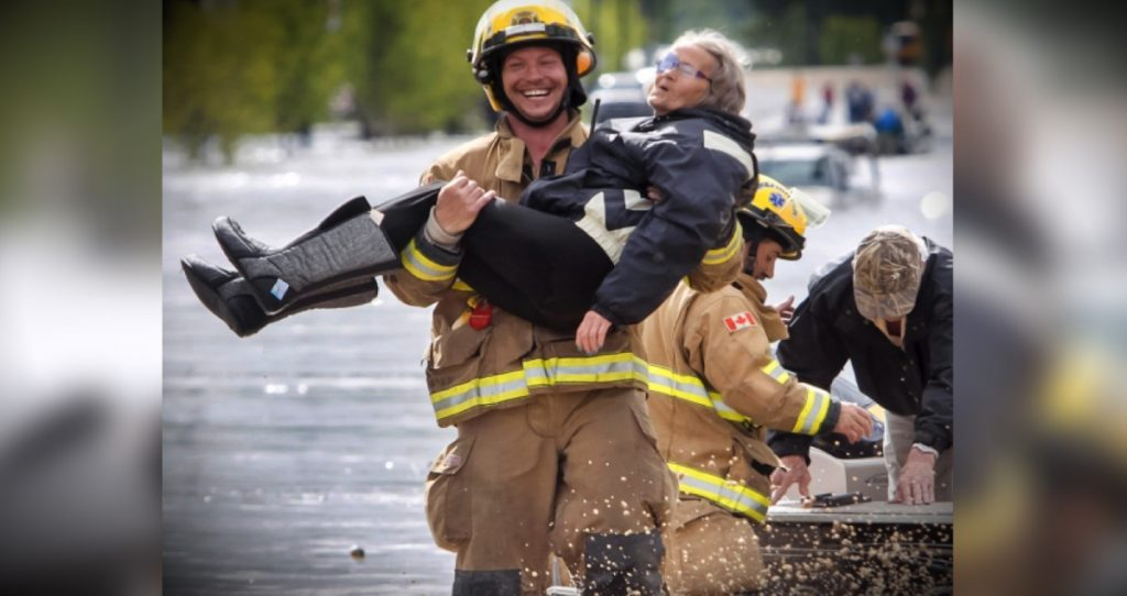 godupdates viral photo smiling firefighter fb