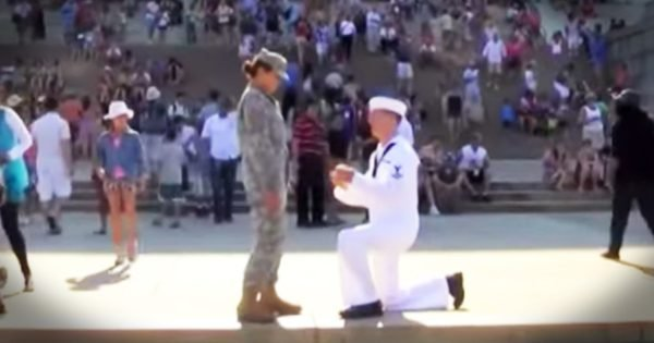 Sailor Proposes To Soldier On July 4th At Lincoln Memorial