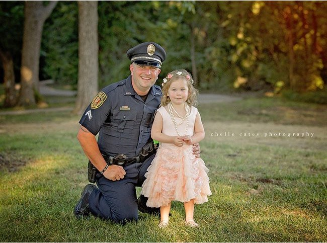 godupdates police officer joins tea party with little girl he saved 2