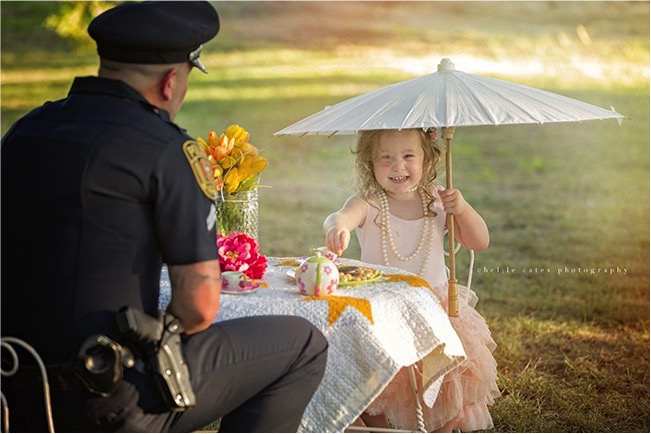 godupdates police officer joins tea party with little girl he saved 3