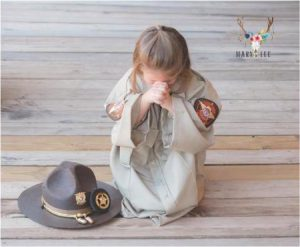 godupdates 3-year-old daughter honors fallen police officer dad 2