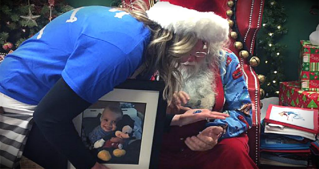 godupdates grieving mom received a special gift from santa at toy store fb