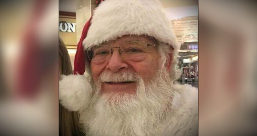 godupdates little girl with a back brace met santa with one too fb