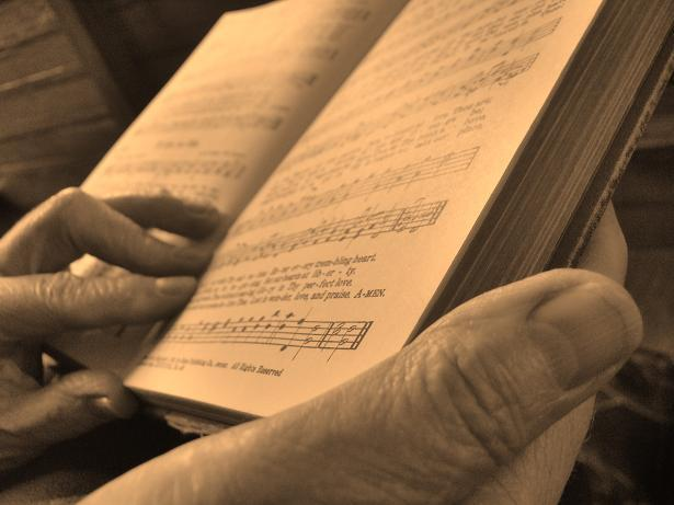 14 Reasons Why We Should Go Back to Using Hymnals In Worship _ hands _ godupdates