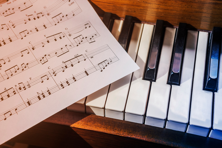 14 Reasons Why We Should Go Back to Using Hymnals In Worship _ reading music _ godupdates