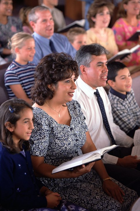 14 Reasons Why We Should Go Back to Using Hymnals In Worship _ families at church _ godupdates