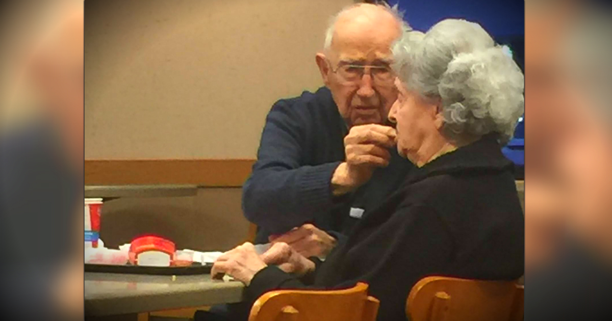 godupdates elderly man feeding his wife at wendy's fb