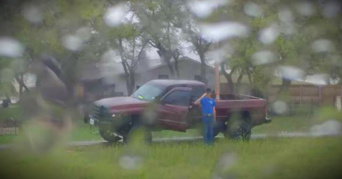 godupdates stranger saluted a fallen veteran funeral procession in pouring rain fb