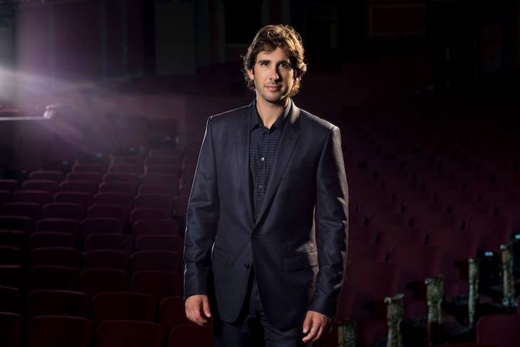 Josh Groban Walked Out of A TV Interview _ god updates