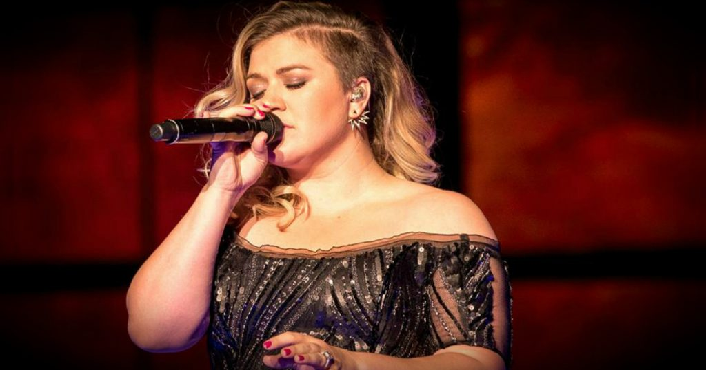 godupdates kelly clarkson's daughter tried nutella mommy-shaming fb