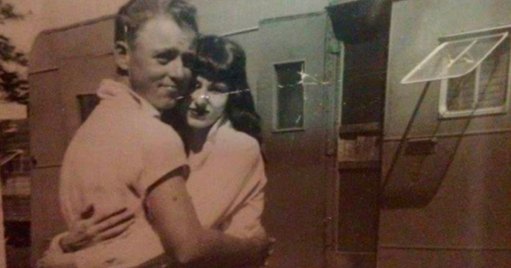 godupdates elderly couple died holding hands after 62 years of marriage 1