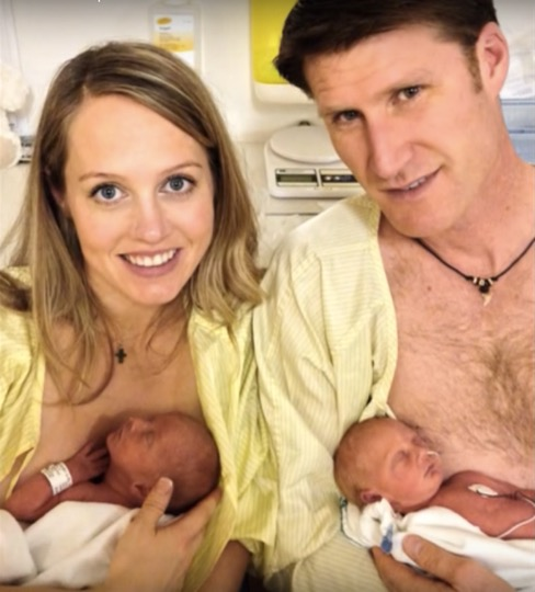 godupdates rare mom twins miracle umbilical cord started choking other 4