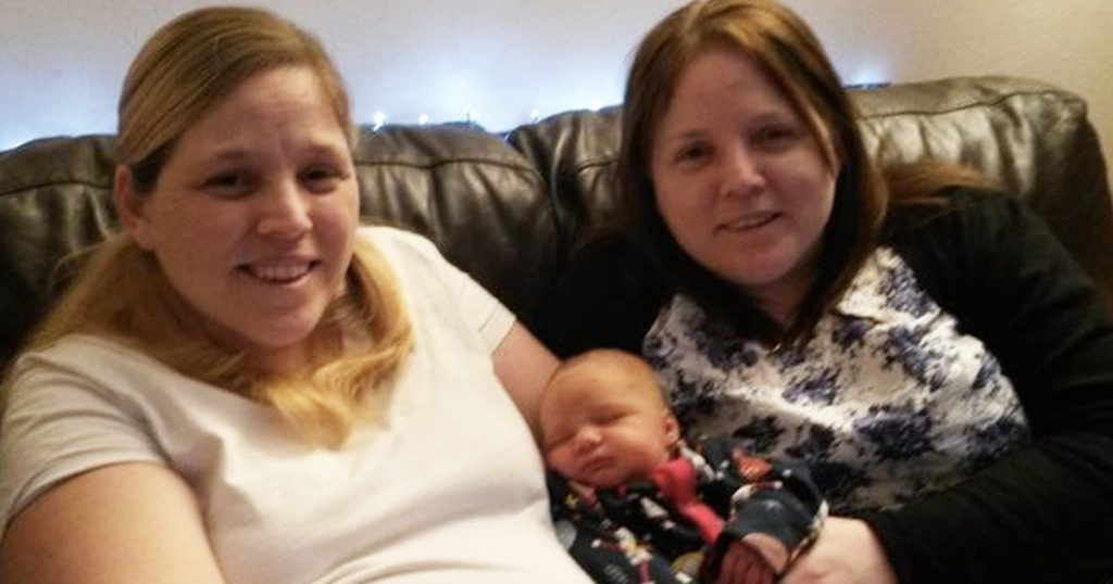 Sister Becomes Surrogate And Carries Baby For Identical Twin After Her Little Girl Dies _ god updates