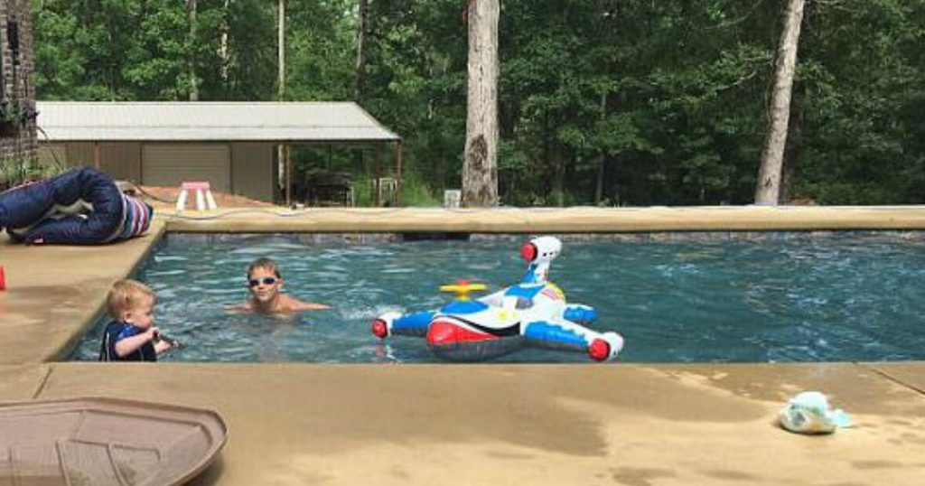 godupdates 6-year-old saves 2-year-old twins facedown in pool 1