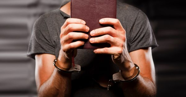 God Reveals Himself To Drug Dealer In Prison, Then He Becomes Pastor