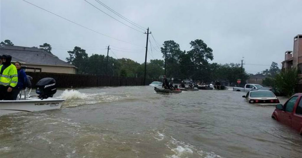 godupdates houston officer uses facebook to get mom and baby reunited after harvey flooding 1