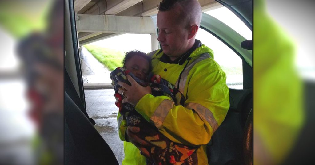 godupdates houston officer uses facebook to get mom and baby reunited after harvey flooding fb