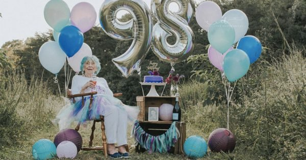 Granddaughter's Special Idea For 98-Yr-Old Grandma's Birthday Went Viral