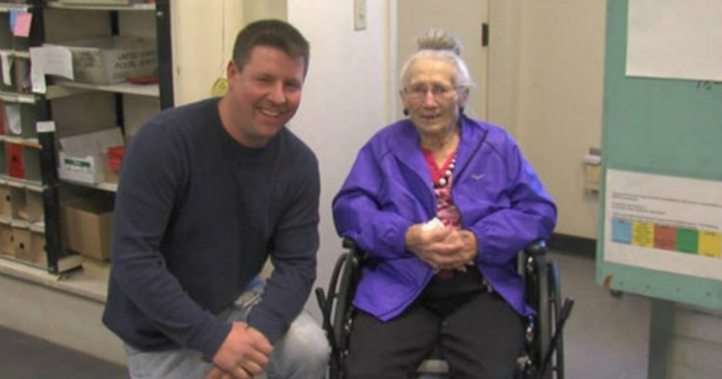 godupdates mail carrier saved 94-year-old woman who fell in secluded home 1
