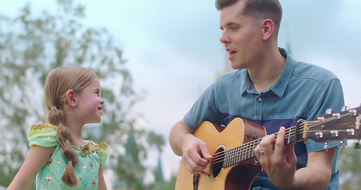 Father And Daughter Sing Adorable Duet At Walt Disney World