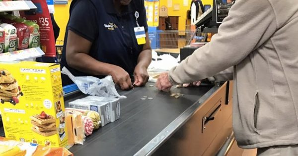 Walmart Cashier Steps In To Help Flustered Elderly Man In Check Out Line