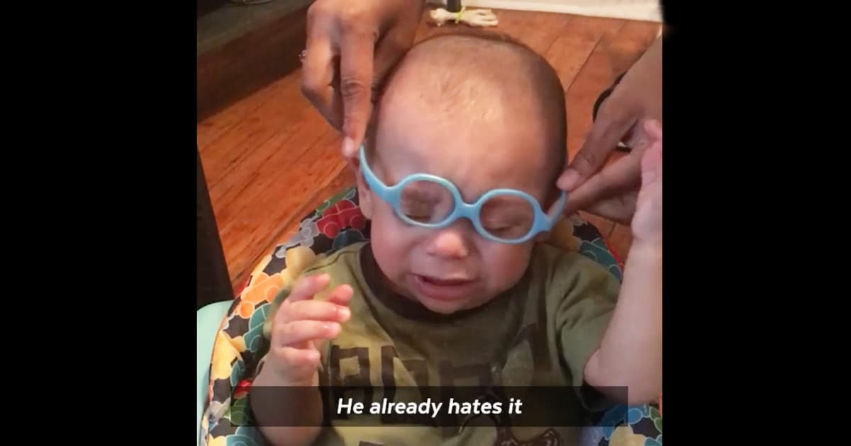 d0ffcd09dcb8 Baby Sees Parents For The First Time With New Glasses