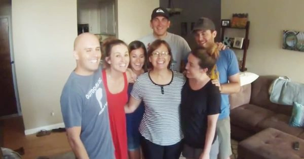 Family Photo Turns Into Surprise Pregnancy Announcement