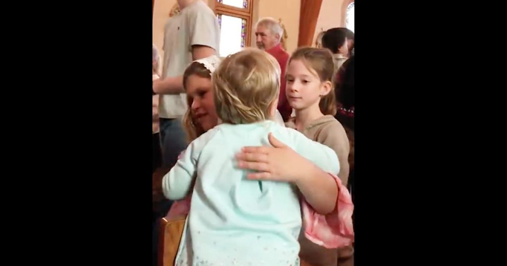 Little Girl Hugs Everyone At Church_GodUpdates