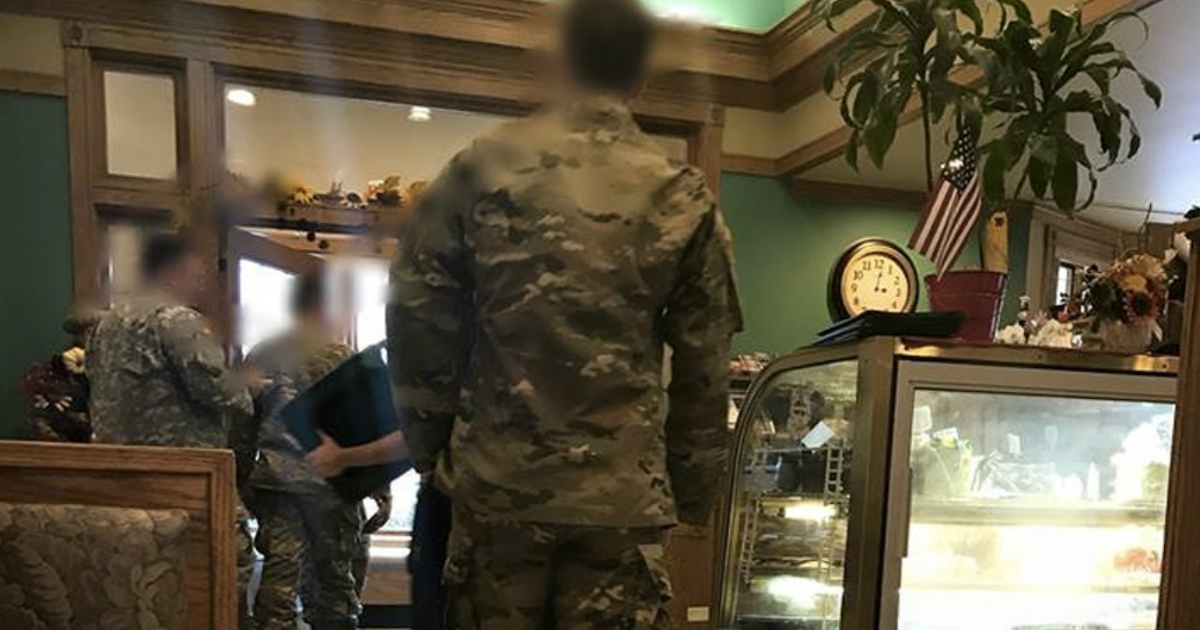 godupdates soldiers decided to pay it forward after customers cover their meal 1