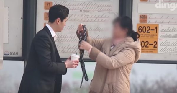 Man Asks Strangers To Tie His Tie Gets Heartwarming Responses