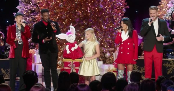 Ventriloquist Sings Hilarious Duet With Pentatonix During Christmas Special