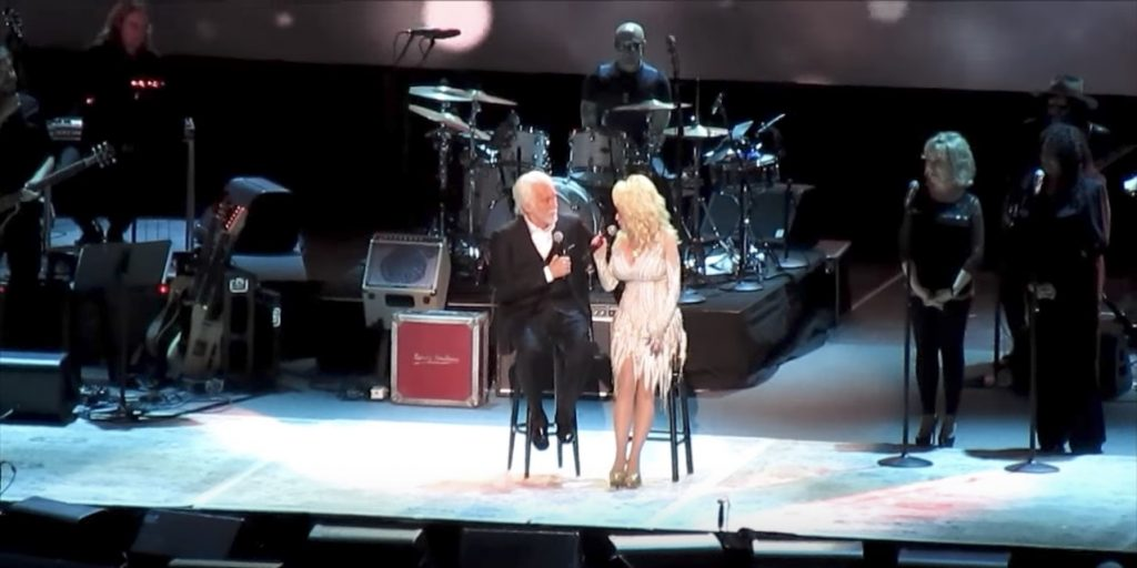 Kenny Rodgers is undoubtedly one of the pillars of country music. So when he announced his retirement this year and his farewell tour, fans couldn't get their tickets fast wnough. During his tour Kenny stopped in Nashville, Tennessee where fans had a very special surprise coming. The incomprable Dolly Parton joined her friend Kenny on stage one final time. Kenny Rogers and Dolly Parton are one of the most iconic duos in country music. And their popular duet 'Islands In The Stream' has stood the test of time. But Dolly wasn't there just to sing. First she opened up by showering Kenny with words of love and admiration snd the two shared a laugh about their past. That's when Dolly took a moment to serenad Kenny with her classic song 'I Will Always Love You.' After she finished the audience went wild as the two started to sing their beloved duet 'Islands In The Stream'. This one song that I could listen to over and over again. And I am so very glad that they joined together to sing the hit one last time! Happy retirement Kenny! Thanks for all of the country music memories!