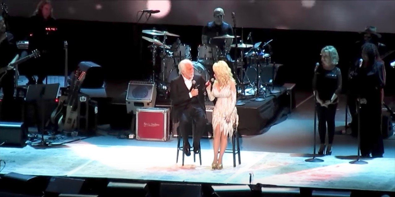 Kenny Rogers And Dolly Parton Sing \'Islands In The Stream\'