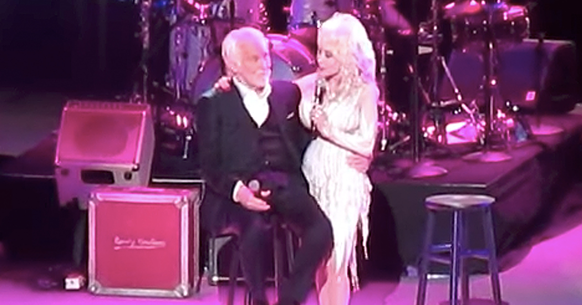 Kenny Rogers And Dolly Parton Sing 'Islands In The Stream' On His Farewell Tour