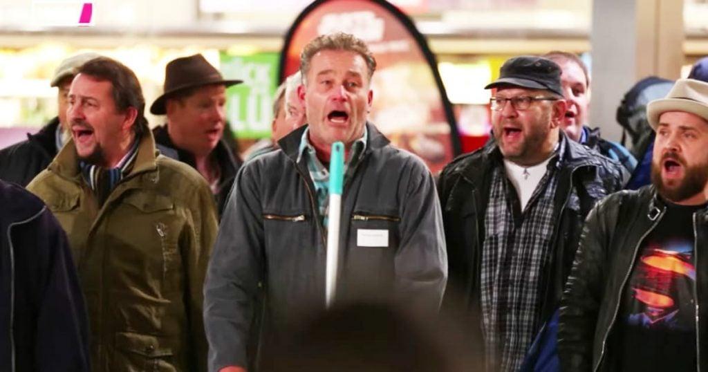 Airport Travelers Christmas Song Mashup Flashmob_GodUpdates