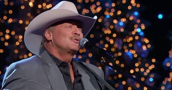 Alan Jackson Beautifully Performs A Classic Christmas Song