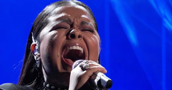 Brook Simpson Sings Breathtaking 'Amazing Grace' Cover On The Voice