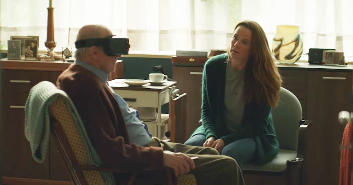 Daughter Gives Elderly Father VR Christmas President_GodUpdates