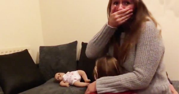 Sweet Moment A Deaf Little Girl Finds Out She's Going To Be A Big Sister