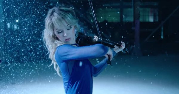 Violinist Lindsey Stirling Beautifully Performs 'Carol Of The Bells'