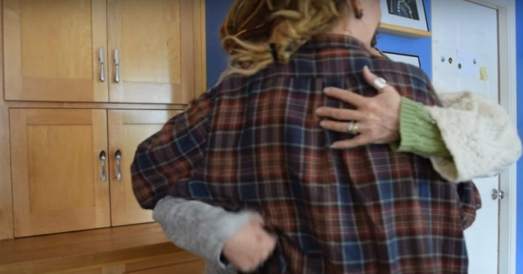 godupdates two sisters surprised mom