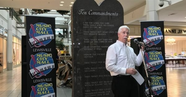 Ten Commandments Monument Attracts Texas Shoppers, Not Protesters