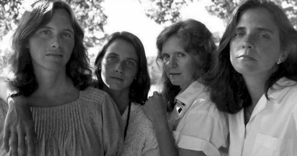 godupdates same photo of 4 sisters for 43 years 11