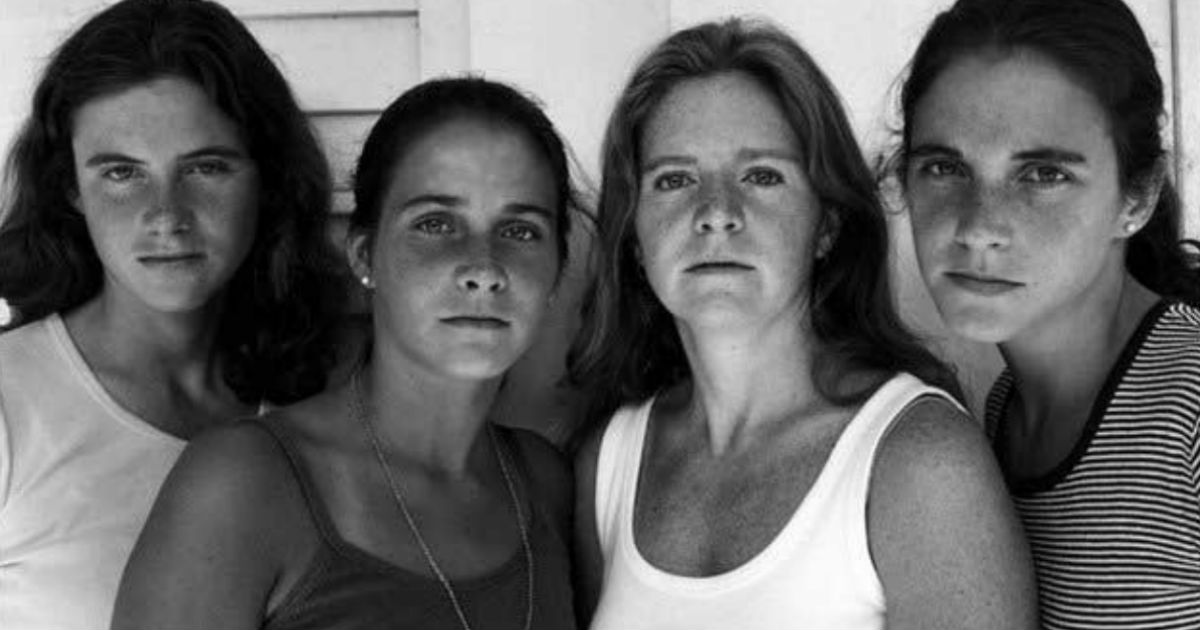godupdates same photo of 4 sisters for 43 years_4