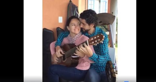 Couple Plays The Guitar At The Same Time And It Is Amazing