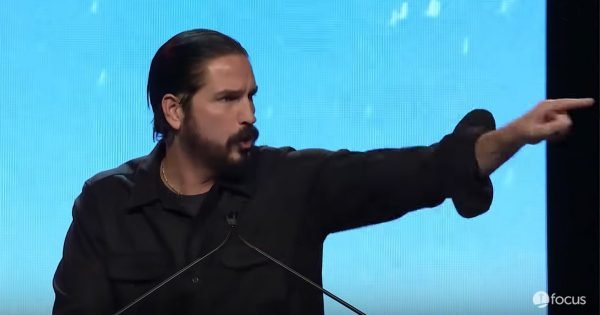 Jim Caviezel Surprises Students And Brings A Message Of Faith