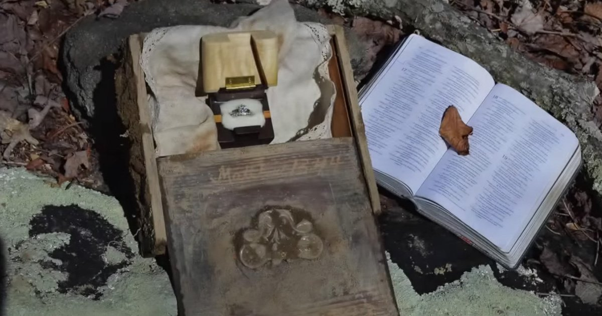 Boyfriend Surprises His Girlfriend With A Treasure Hunt Proposal